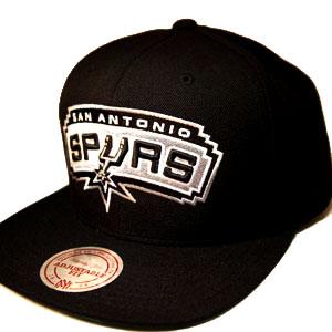 SAN ANTONIO SPURS mitchell   ness NBA classic black snapback Hat ... bdc61d72383