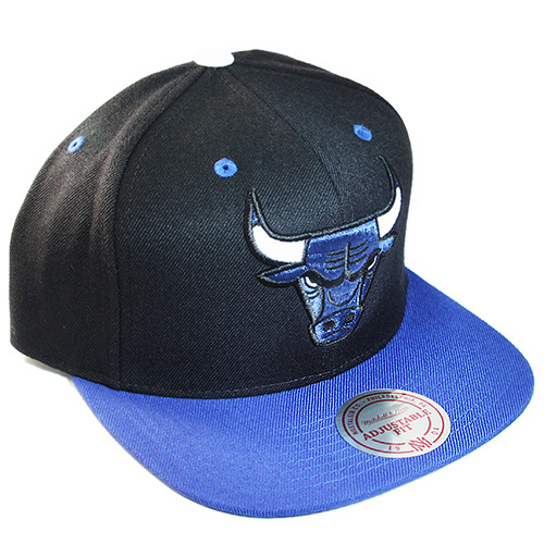 new concept e54e5 04662 Mitchell   Ness Chicago Bulls Snapback Hat Match Nike Foamposite ...