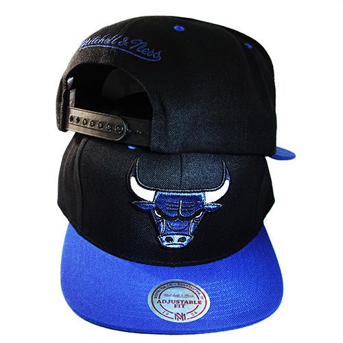 3e3574cb24b Mitchell   Ness Chicago Bulls Snapback Hat Match Air Jordan 1 Royal ...