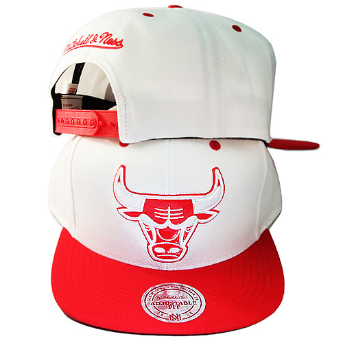 7390f2ca872 Mitchell   Ness Chicago Bulls Snapback Hat Air Jordan Retro 6 Red ...