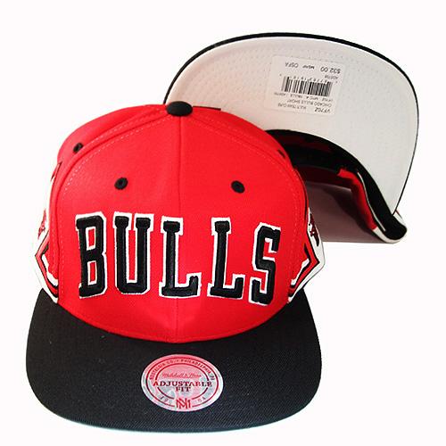 c9ee91678c0 Mitchell   Ness Chicago Bulls 2Tone Snapback Hat Team Jersey Diamond ...