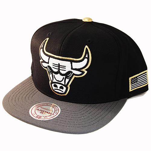 best service 6123d 8ca80 Mitchell   Ness NBA Chicago Bulls Snapback Hat Black Grey Metallic ...