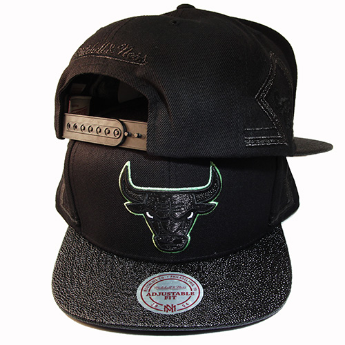 d9b71aa2fa498e Mitchell   Ness Chicago Bulls Snapback Hat Air Jordan 13 Altitude ...