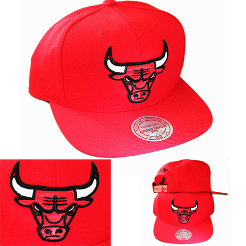 a6eb47bc861 Mitchell   Ness NBA Chicago Bulls Red Snapback Hat Classic X Large Logo Cap  – booton