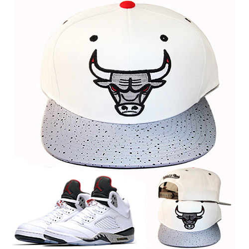 1f7f2d6dfcb Mitchell   Ness Chicago Bulls Snapback Hat Match Air Jordan 5 White ...